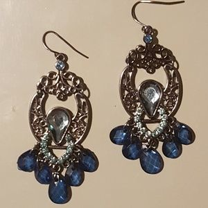 Jewelry - Sparkly blue jeweled earrings